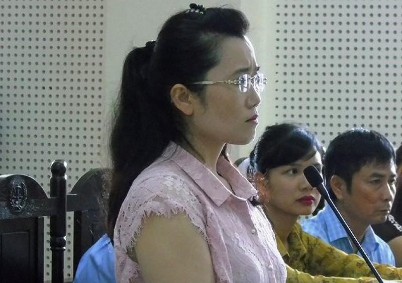 """Vụ """"hotgirl"""" ngân hàng """"rút ruột"""" hơn 50 tỷ tại Nghệ An: Sau 5 ngày nghị án,  Tòa vẫn chưa thể tuyên án"""