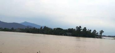 Mưa lớn kéo dài chia cắt nhiều nơi ở Thanh Hóa, Nghệ An
