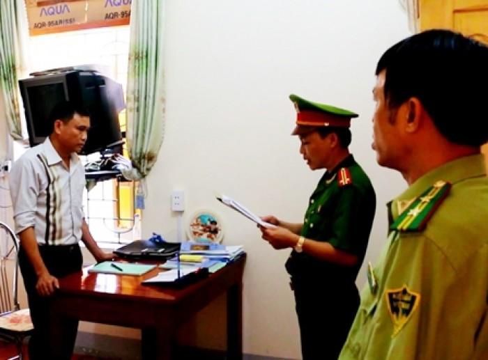 Khởi tố, bắt tạm giam 2 cán bộ hạt kiểm lâm huyện