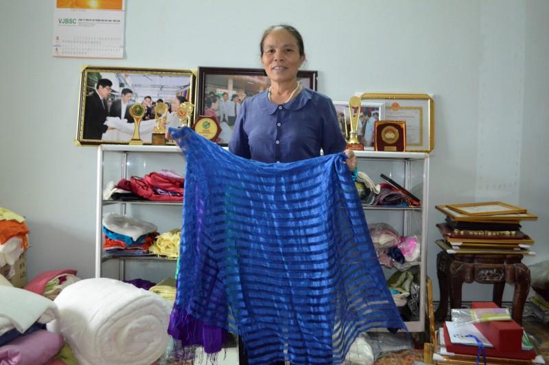 Nghệ nhân kiếm 3 tỷ đồng/năm nhờ sản phẩm tơ tằm
