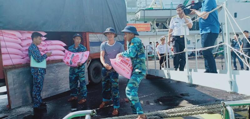 Lễ thay thu quân và tiễn đoàn chúc Tết quân dân đảo Trường Sa