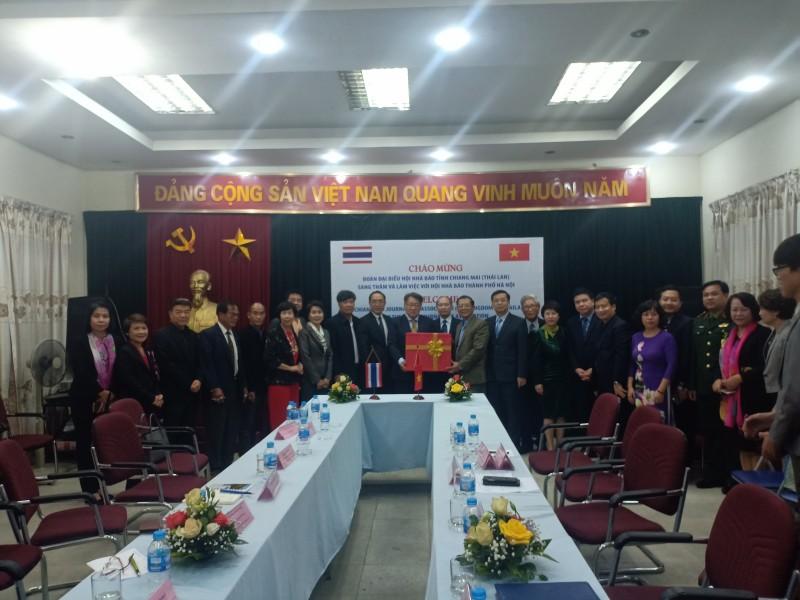 Đoàn đại biểu Hội Nhà báo tỉnh Chiang Mai thăm và làm việc với Hội Nhà báo Hà Nội
