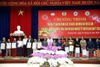 Phó Thủ tướng Thường trực trao quà Tết gia đình chính sách, công nhân lao động tỉnh Quảng Nam