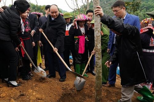 Thủ tướng Nguyễn Xuân Phúc: Không đánh đổi môi trường lấy tăng trưởng kinh tế