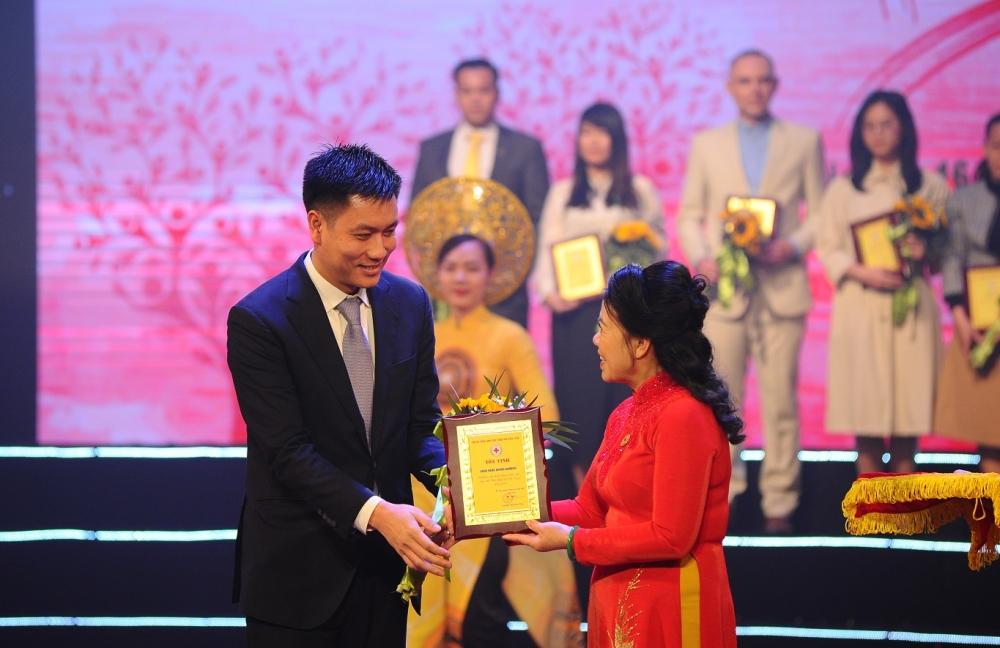 """Bamboo Airways được Trung ương Hội Chữ thập đỏ vinh danh trong sự kiện """"Sức mạnh nhân đạo 2021"""""""