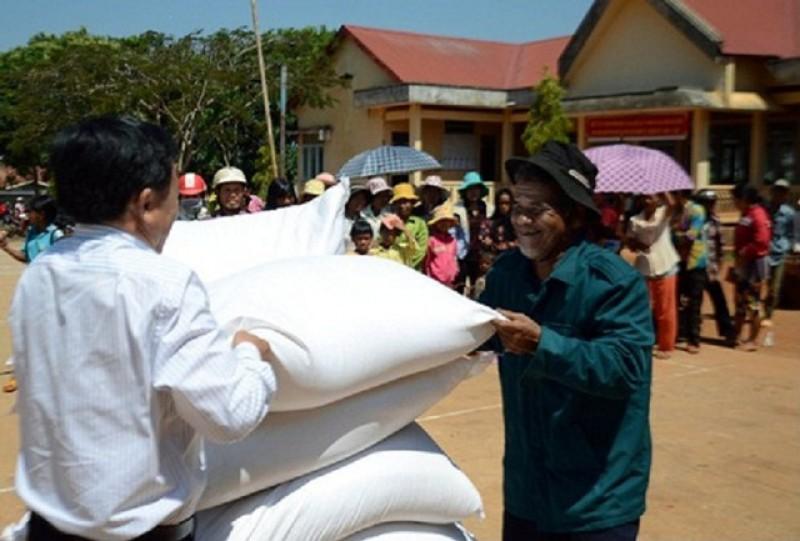 Xuất gạo hỗ trợ nhân dân Nghệ An bị mất mùa