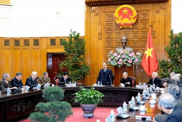 Thủ tướng gặp mặt Ban liên lạc cựu chuyên gia Việt Nam