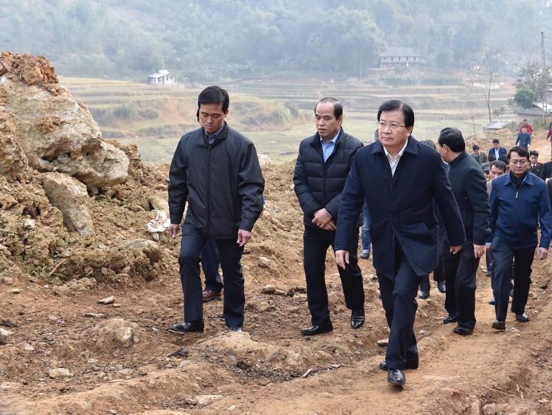 Phó Thủ tướng Chính phủ Trịnh Đình Dũng trở lại thăm người dân vùng bị sạt lở đất huyện Tân Lạc, Hòa Bình