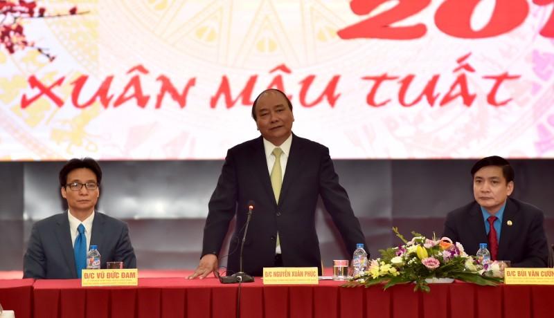 Thủ tướng gặp mặt cán bộ, nhân viên Tổng LĐLĐ Việt Nam