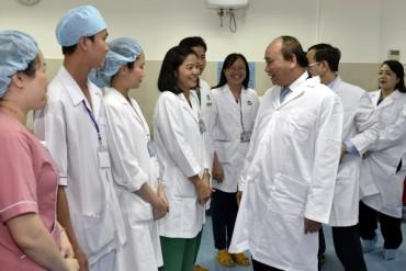 Thủ tướng thăm và làm việc tại Bệnh viện Chợ Rẫy