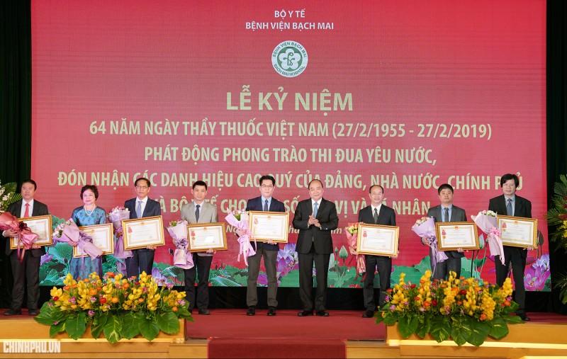Thủ tướng dự lễ kỷ niệm 64 năm Ngày Thầy thuốc Việt Nam tại Bệnh viện Bạch Mai