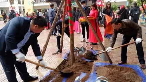 Quận Đống Đa phát động Tết trồng cây đời đời nhớ ơn Bác Hồ