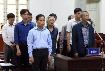 Xét xử nhóm bị cáo trong vụ vỡ đường ống nước Sông Đà