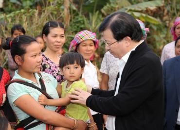 Phó thủ tướng Trịnh Đình Dũng: Đồng bào sẽ không thể hết nghèo nếu không có đất đai...