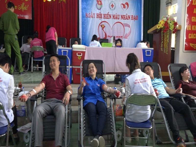 """Ngày hội hiến máu tình nguyện """" Giọt hồng yêu thương - ngày hội tôi yêu Tổ quốc tôi"""""""