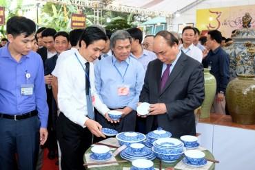 Thủ tướng thăm làng gốm Bát Tràng