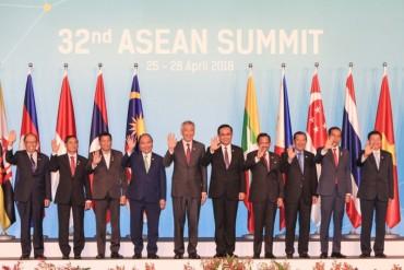 Thủ tướng kết thúc chuyến thăm chính thức Singapore và dự Hội nghị Cấp cao ASEAN