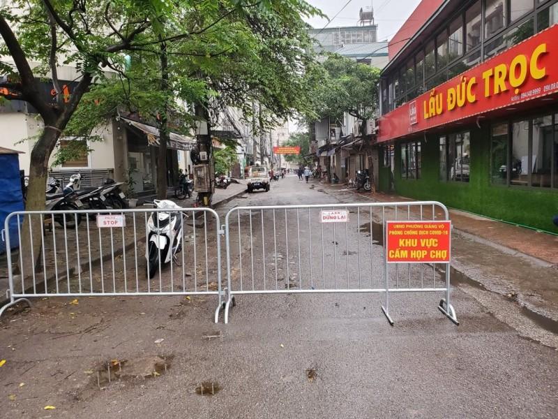 Quận Ba Đình: Ra quân giải tỏa chợ cóc