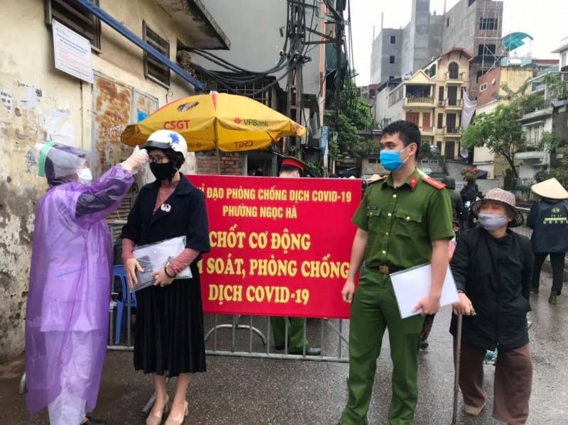 Quận Ba Đình: Duy trì chốt kiểm tra, xử lý vi phạm, phòng chống dịch Covid-19