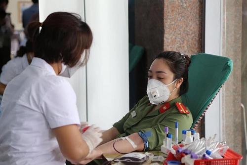 Hàng nghìn chiến sĩ Công an Hà Nội tham gia hiến máu