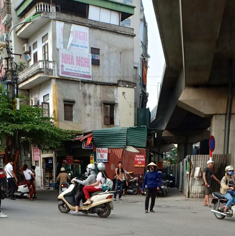 Bát nháo tình trạng trông giữ xe khu vực đầu ngõ 72 Nguyễn Trãi