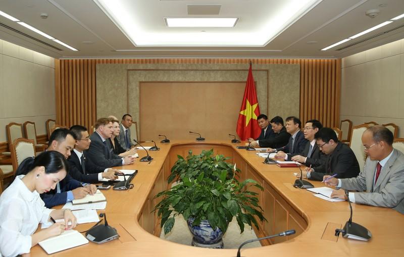 Phó Thủ tướng Vương Đình Huệ tiếp Chủ tịch Hiệp hội Thương mại Hoa Kỳ