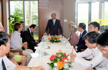 Thủ tướng thăm Trung tâm quốc tế Khoa học và Giáo dục liên ngành