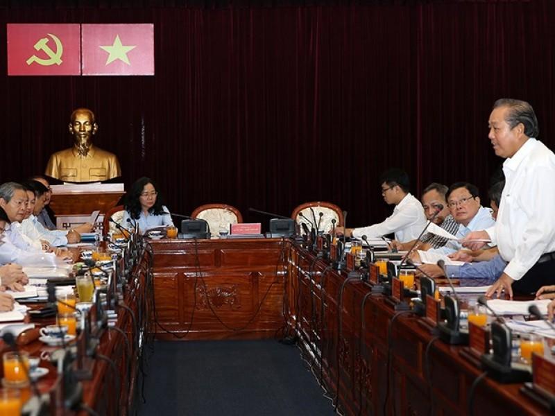 Phó Thủ tướng Trương Hòa Bình làm việc với Ban Thường vụ Thành ủy TPHCM