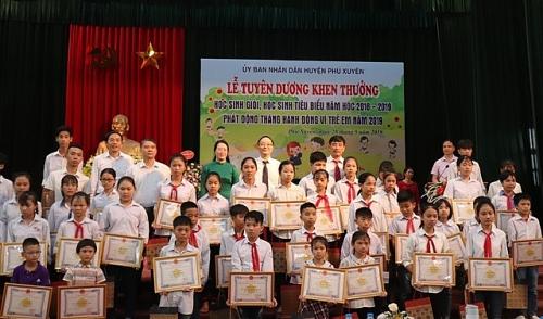 Huyện Phú Xuyên tổ chức lễ tuyên dương khen thưởng học sinh giỏi