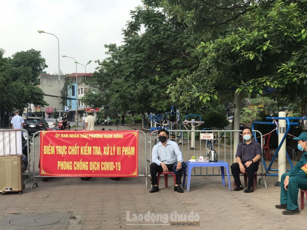 """Tràn lan hình ảnh người dân không đeo khẩu trang nơi công cộng: Không thể """"nhờn luật"""""""
