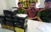Bắt hai đối tượng vận chuyển 10 kg ma túy đá