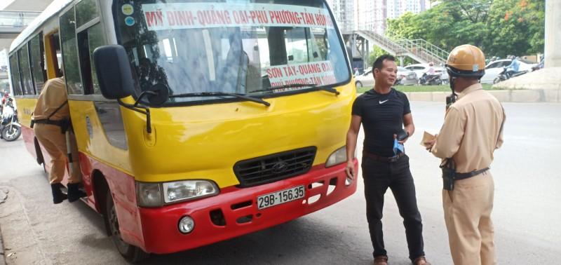 """Kiên quyết xử lý xe buýt """"nhái"""" đang ngang nhiên lộng hành"""