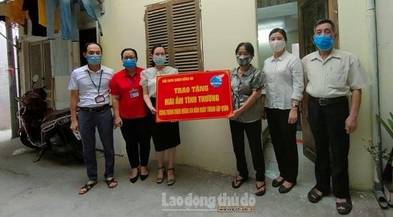 Trao tặng Mái tấm tình thương tại phường Thổ Quan