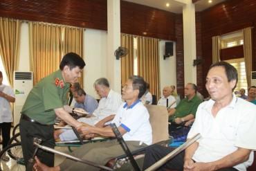 Lãnh đạo Bộ Công an thăm hỏi, tặng quà các thương, bệnh binh