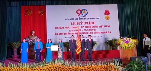 LĐLĐ quận Hoàng Mai: Vinh dự đón nhận Huân chương Lao động hạng Ba