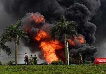 Khẩn trương làm rõ nguyên nhân cháy kho hóa chất tại Hà Nội