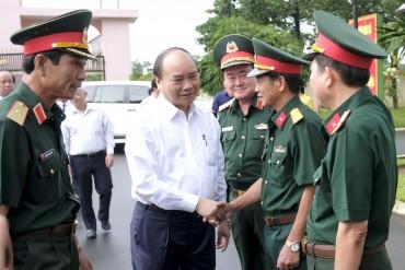 Thủ tướng thăm cán bộ chiến sĩ Binh đoàn 16