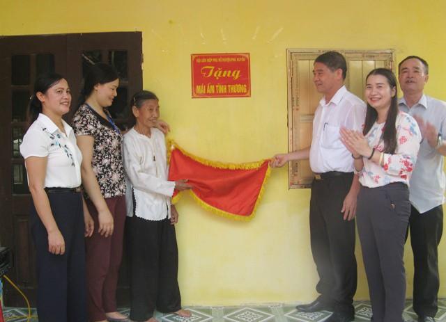 Trao mái ấm tình thương tại xã Hoàng Long, huyện Phú Xuyên