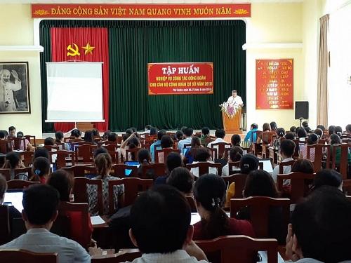 Liên đoàn lao động huyện Phú Xuyên: Tập huấn nghiệp vụ cho cán bộ công đoàn