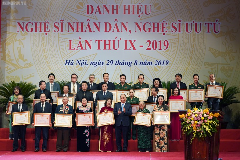 Thủ tướng dự lễ trao tặng danh hiệu nghệ sĩ Nhân dân và nghệ sĩ Ưu tú