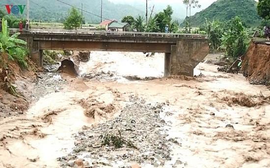 Tập trung ứng phó áp thấp nhiệt đới và mưa lũ