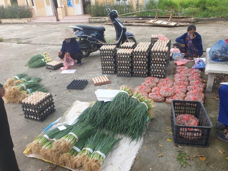 Chung tay tiêu thụ nông sản giúp nông dân vượt qua khó khăn