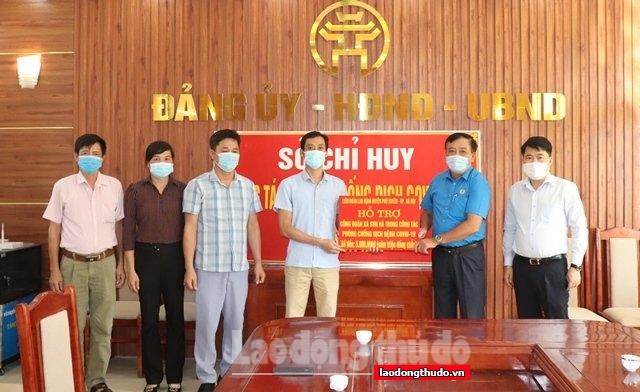 LĐLĐ huyện Phú Xuyên trao quà hỗ trợ Công đoàn xã Sơn Hà
