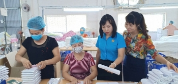 Quan tâm chăm lo cho nữ công nhân viên chức lao động