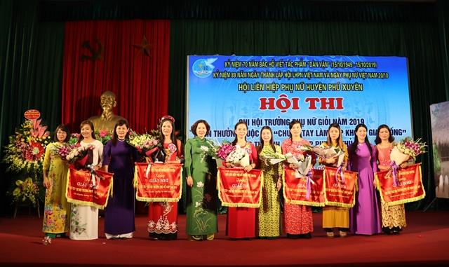 Nữ công nhân viên chức lao động nỗ lực đóng góp cho phong trào thi đua