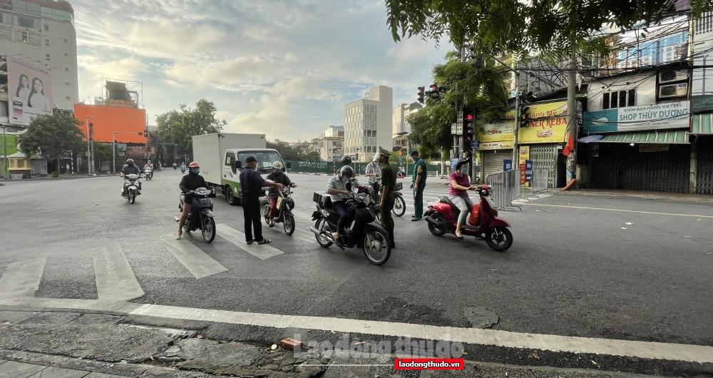 Chú trọng nhắc nhở, tuyên truyền người dân về việc sử dụng giấy đi đường