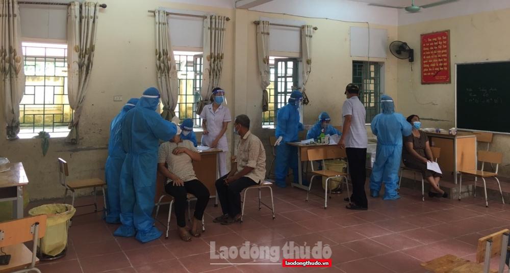200 cán bộ y tế tỉnh Hòa Bình hỗ trợ xét nghiệm, tiêm vắc xin cho nhân dân Mỹ Đức