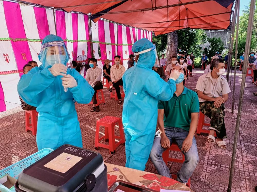Huyện Phú Xuyên chia tay Đoàn cán bộ Y tế tỉnh Hoà  Bình