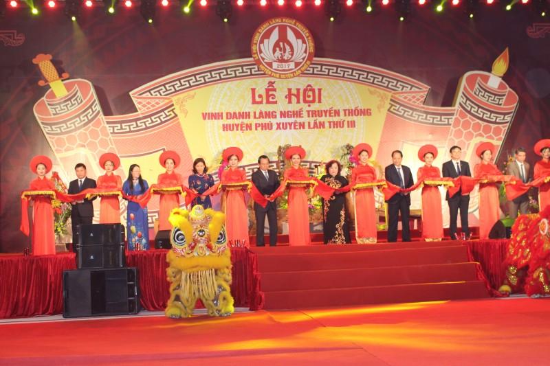Tưng bừng Lễ hội vinh danh làng nghề truyền thống Phú Xuyên