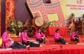 Biểu diễn tay nghề đan cỏ tế tại Lễ hội vinh danh làng nghề truyền thống huyện Phú Xuyên